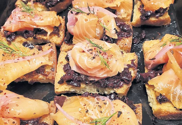 Les toasts de gravlax de saumon mariné au cidre rosé à la framboise seront servies lors du brunch de la journée de clôture du 13eMondial des Cidres SAQ. Photo : Gracieuseté de Mélodie Momy