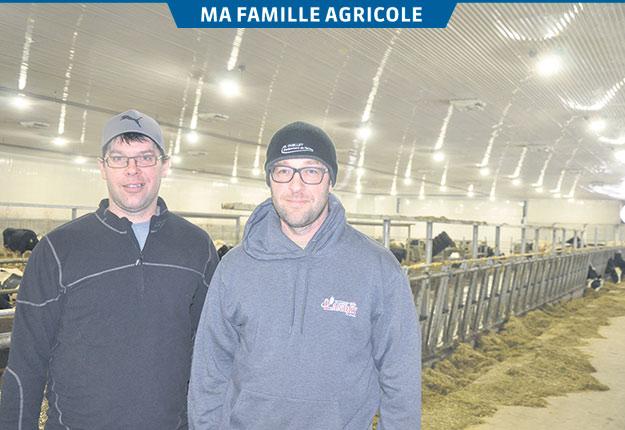 Les frères Éric et Styve Gauvin ont hérité de la passion de leurs parents pour l'agriculture. Photo : Alexandre D'Astous
