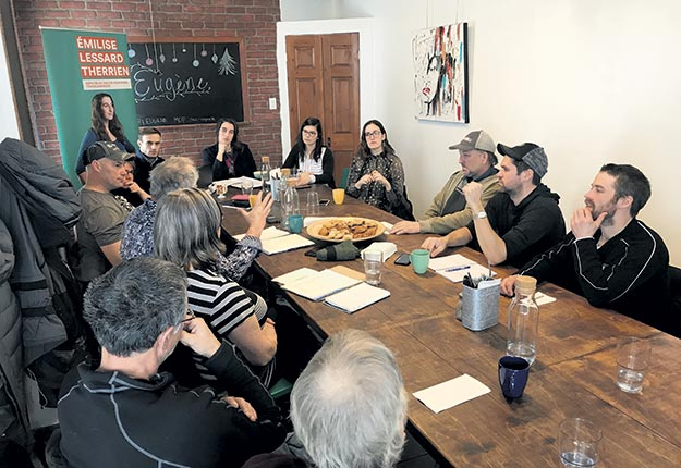 Des acériculteurs, des représentants du ministère des Forêts, de la Faune et des Parcs (MFFP) et de la MRC de Témiscamingue ont participé à la table ronde sur l'acériculture au Témiscamingue. Photos : Émélie Rivard-Boudreau