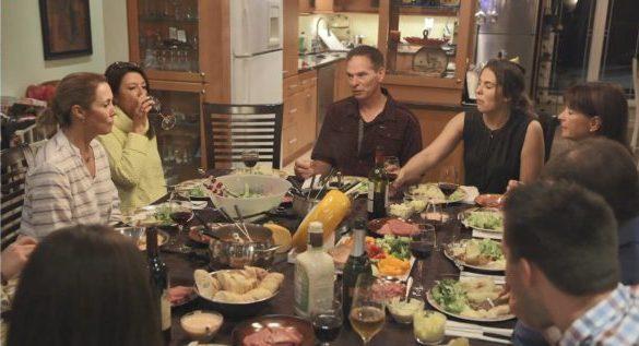 Par chance, il y avait deux plats de fondue pour nourrir tout ce beau monde chez Nicolas, sans quoi ils seraient encore en train de souper.