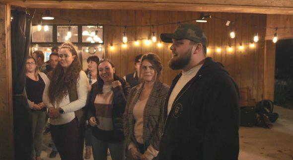 Philippe a présenté ses prétendantes Aurélie, Jessica et Laurence à sa famille et ses amis.