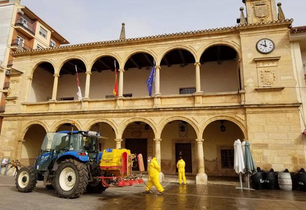 En Espagne, les agriculteurs ont pris d'assaut les rues pour une désinfection de masse. Crédit photo : Heliodoro Catalán Mogorrón