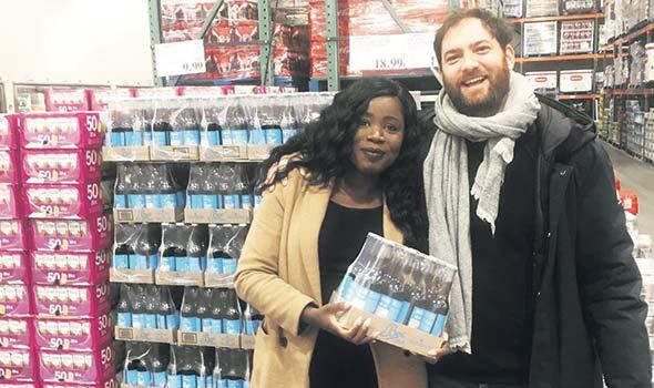 Awa Diarra et Kevin Crevrer viennent fièrement de faire entrer au Costco leur boisson gazeuse Bec Cola à base de vrai sirop d'érable. Ils croient cependant que leurs ventes souffriront de l'arrivée du Coca-Cola Érable du Québec. Photo : Gracieuseté de Bec Cola