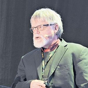 Le professeur émérite de  l'Université McGill Don L.Smith a consacré plus de 30ans à étudier les interactions plantes-microbes.