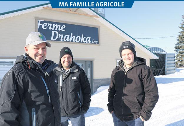 Francis, Sylvain et Maxim Drapeau partagent une même passion pour l'agriculture. Photos: Maurice Gagnon