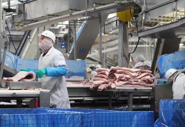 Un employé de l'usine d'Olymel à Yamachiche a été testé positif à la COVID-19. Crédit photo : Archives/TCN