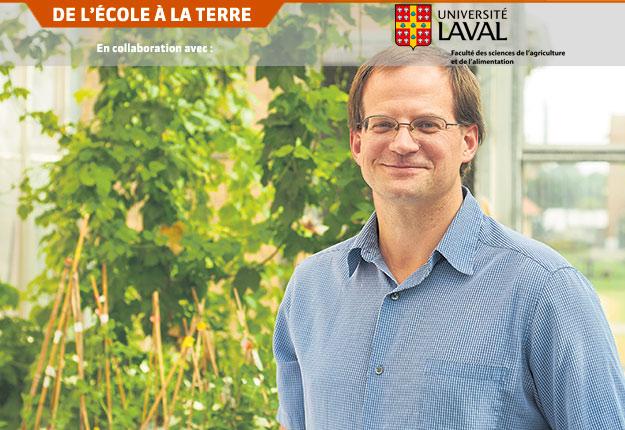 Mark Lefsrud, professeur associé à l'Université McGill, travaille à développer des études scientifiques et des données horticoles sur la culture du cannabis. Photo : Faculté des sciences de l'agriculture et de l'environnement