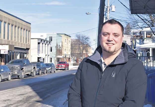 Pour les travailleurs étrangers, travailler et vivre au Canada est un privilège, affirme Steven Cyr, conseiller aux entreprises chez Solution Recrutement International. Son agence aide les membres de l'AMMAQ à combler leurs besoins en mécaniciens. Photo : Riendeau