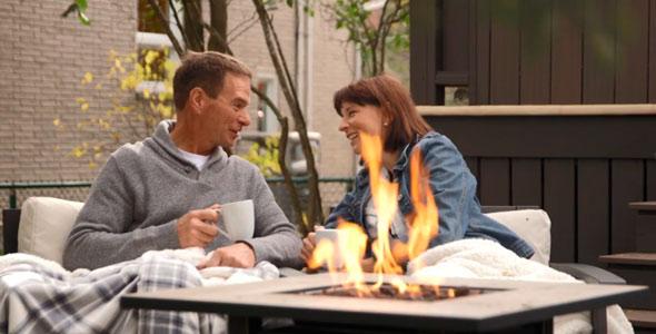 Nicolas et Louise sont tellement heureux qu'on aurait juré qu'il s'agissait d'une publicité de café où l'on tente de nous vendre le bonheur dans chaque tasse. Sauf que là, c'est vrai!