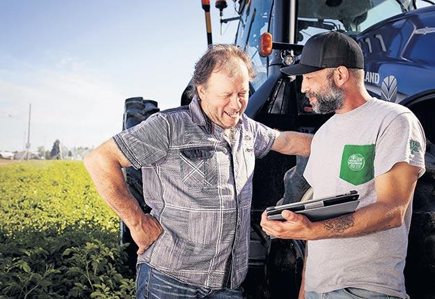 L'expertise du producteur et de son agronome demeure un élément central et essentiel à l'interprétation des données à la lumière du type de culture, de la nature des sols, du cycle de rotation des cultures et de l'historique général de la production. Photo : Gracieuseté de Lab'Eau-Air-Sol