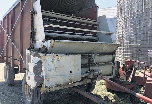 En août dernier, un employé de la Ferme N.C.L., située à Saint-Zéphirin-de-Courval au Centre-du-Québec, a perdu la vie après avoir été écrasé entre le bâti de la boîte d'ensilage et la vis sans fin. Photo : Gracieuseté de la CNESST
