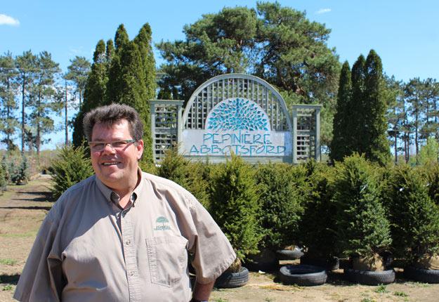 Le propriétaire de la Pépinière Abbostford, Pierre Paquette, croit qu'avec le confinement, plusieurs familles auront envie de jardiner cette année. Crédit : Archives/TCN