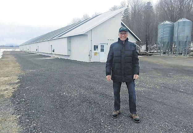 Christian Bellerose produit 1,7 million de kilos de volailles sur deux sites, incluant le poulailler sur un étage qui appartient à son fils Philippe. Photos : Gracieuseté de Ferme avicole Bellerose et fils inc.