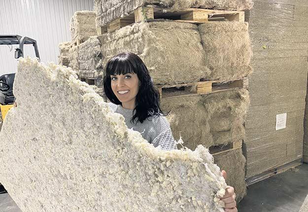 L'entrepreneure Geneviève Lorange accorde une très grande importance à l'impact environnemental et social qu'auront les produits de literie Bigarade. Photos : Gracieuseté