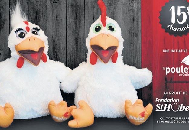Princesse et Comique, les deux marionnettes-volailles vendues dans les Rôtisseries St-Hubert au profit de la Fondation.