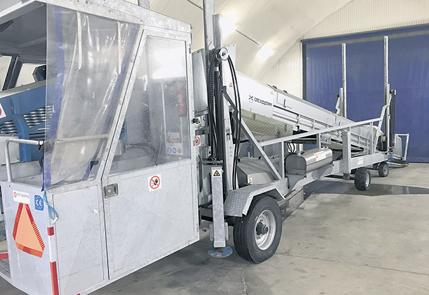 Le chargeur de dindonsTA800 de CMC Industries permet d'automatiser les opérations.