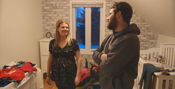 Lors du tournage, Chloé et Olivier attendaient encore la venue du petit Owen. Sa chambre était prête et il avait déjà son petit tracteur.