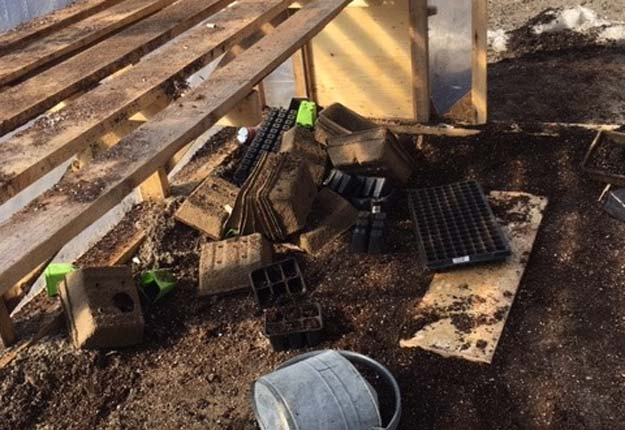 En plus du vandalisme, certains équipements auraient été dérobés aux propriétaires de la ferme Maraîcher des basses terres, à Saguenay. Crédit photos : Ferme Maraîcher des basses terres du Saguenay