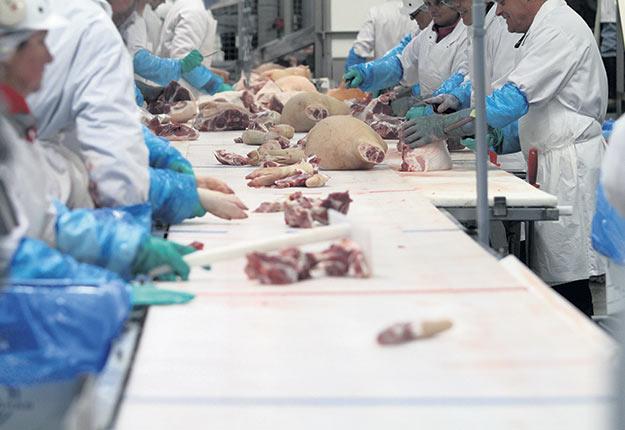 Parmi les entreprises de transformation agroalimentaire, les abattoirs doivent davantage composer avec l'éclosion de cas de COVID-19 parmi leurs employés. Photo : Myriam Laplante El Haïli/Archives TCN