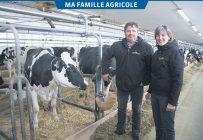 Ayant acheté la ferme en 1987 d'un transfert non apparenté, Jean-François Beaudoin possédait à l'époque une vingtaine de vaches laitières. En 1992, sa femme Édith Gagné s'est jointe comme copropriétaire à l'entreprise agricole, qui compte désormais 160 têtes, dont 70 vaches laitières. Photos: Véronique Demers