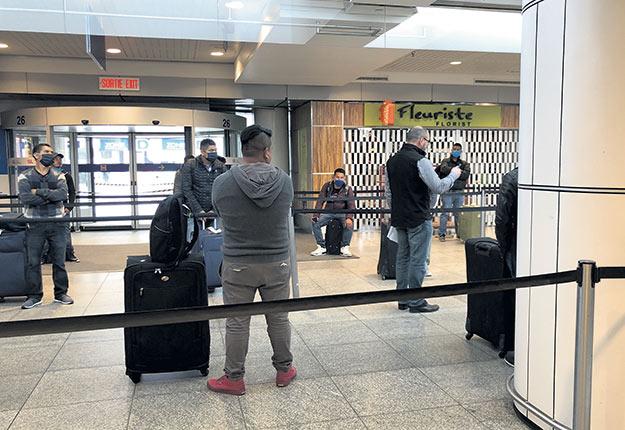 Le producteur maraîcher Guy Pouliot est allé chercher ses TET à l'aéroport en personne. Photos : Gracieuseté de la Ferme Onésime Pouliot