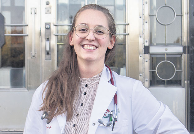 Rachel Gauvin, finissante en médecine vétérinaire, a complété son stage clinique en menant des vidéoconférences avec ses clients. Photo : Gracieuseté de Rachel Gauvin