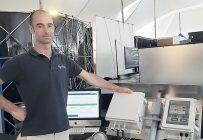 « Pour se préserver, le grain doit être aéré. Nos capteurs locaux, un système électronique autonome basé sur l'internet des objets, facilitent la ventilation des silos en attendant la livraison. L'agriculteur reçoit l'information à distance en temps réel. » Mathieu Phaneuf / président d'Agrilog