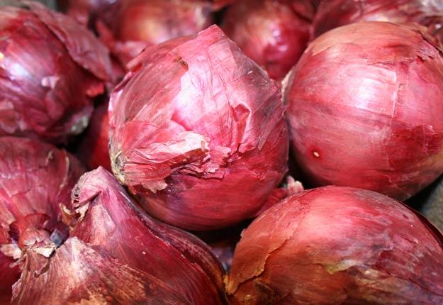 Les personnes infectées ont déclaré avoir mangé des oignons rouges à la maison, dans des restaurants et dans des établissements de soins. Photo : Archives/TCN