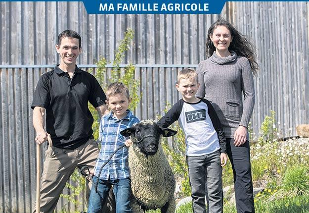 René Théberge et Josianne Lessard vivent une aventure agricole depuis trois ans avec leurs garçons Éloïc et Xavier. Photos: Stéphane Lafrance