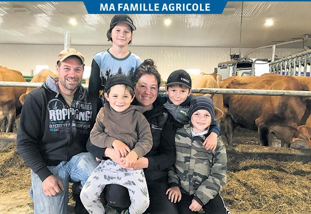 Benoît Larochelle et Évelyne Rancourt sont les parents de quatre garçons âgés de 4 à 10 ans. Photos : Émélie Rivard-Boudreau