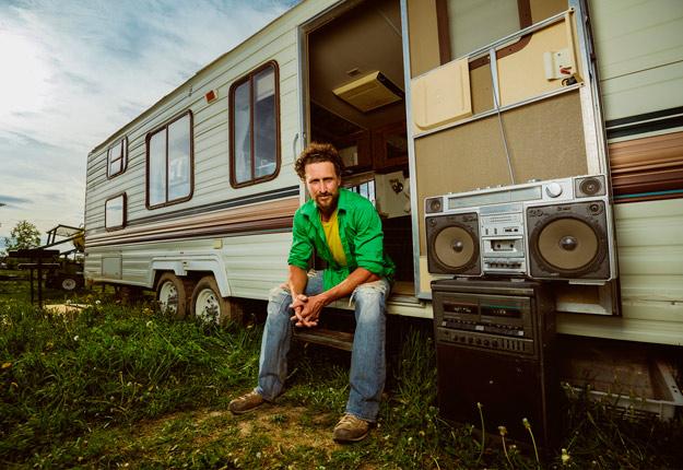 Le rappeur agriculteur Capitaine Dandelion vient de faire paraître un premier album intitulé Vent de changement. Photo : Étienne Dionne