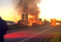 Aucune perte humaine et animale n'a été recensée dans l'incendie de la ferme J. Marois à Cap-Saint-Ignace dans Chaudière-Appalaches le 14 août. Image tirée d'une vidéo de Lise Bolduc