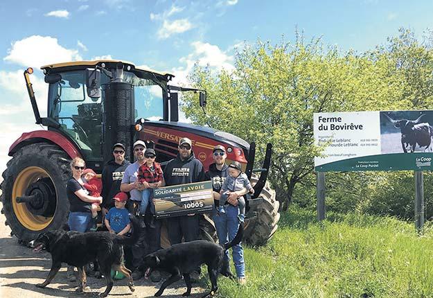 La Source Alimentaire Bonavignon, en Gaspésie, a bénéficié du 1000 $ remis dans le cadre du programme après l'achat d'un tracteur par la Ferme du Bovirêve. Photo : Lavoie Équipement Agricole