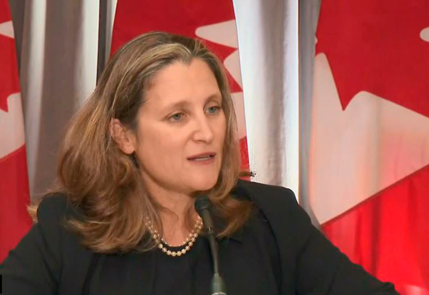 La ministre des Finances Chrystia Freeland a réitéré que le gouvernement canadien n'hésiterait pas à imposer des tarifs de représailles « de 1 $ pour 1 $ » si Washington venait à changer d'idée dans l'avenir. Crédit : CPAC