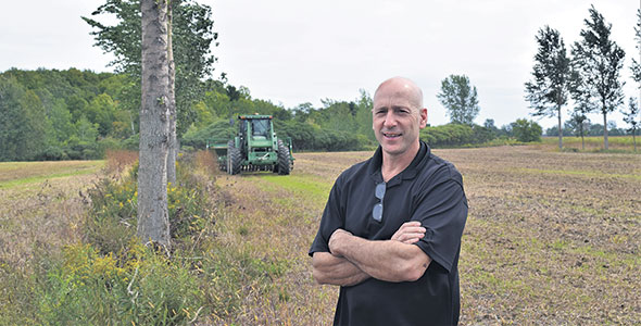 Jacques Côté, producteur laitier et copropriétaire de la Ferme Bertco, est tombé en amour avec le concept de l'agroforesterie.