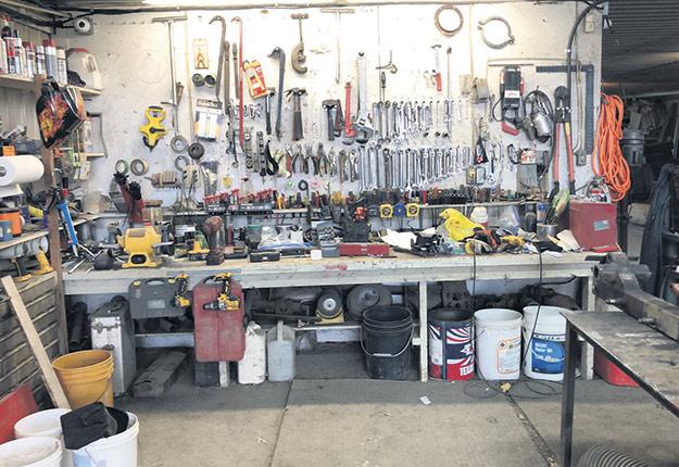 Christian Dionne ne manque pas d'outils quand vient le temps de réparer quelque chose à la ferme. Photo : gracieuseté de Christian Dionne
