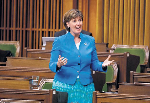 La ministre Marie-Claude Bibeau prévoit d'ici janvier le deuxième versement des compensations aux producteurs laitiers du pays. Photo : Adam Scotti / Cabinet du Premier Ministre du Canada