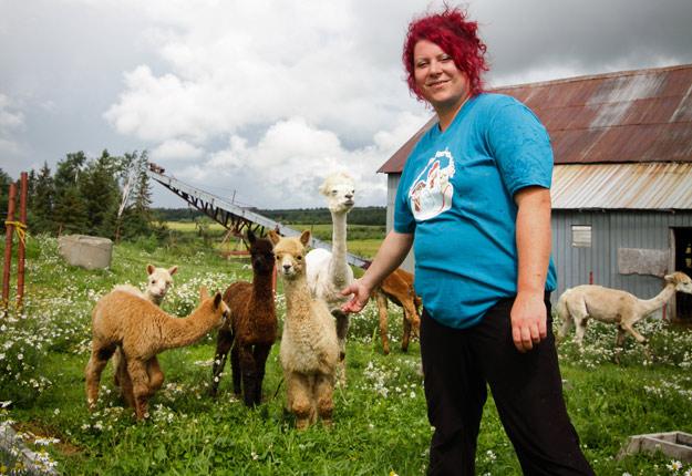 Mélanie Rivard, une productrice agricole de l'Abitibi, a rencontré plusieurs défis au moment de démarrer son entreprise agricole. Photo : Gracieuseté de Lloyd Pasqualetti