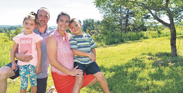 Simon et Cynthia ont trouvé l'amour lors de la toute première saison de L'amour est dans le pré. Ils ont aujourd'hui deux enfants.