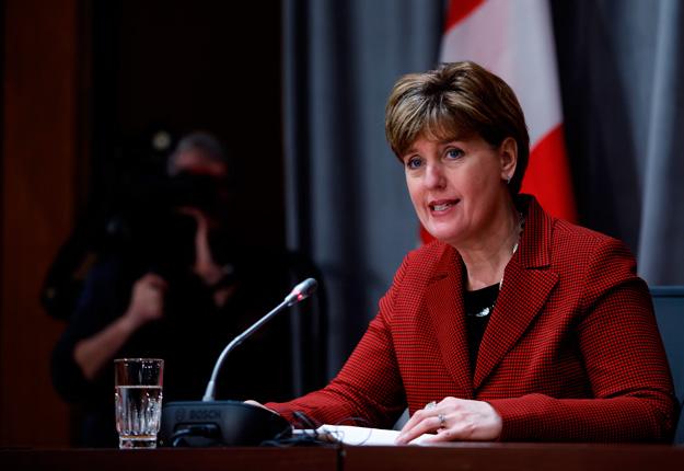 La ministre de l'Agriculture du Canada, Marie-Claude Bibeau, a annoncé que l'aide aux producteurs laitiers sera versée sur quatre ans plutôt que huit. Photo : Gracieuseté d'Agriculture et Agroalimentaire Canada