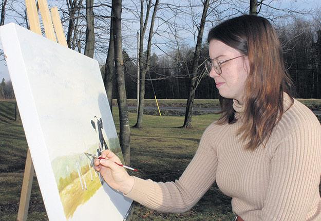 Laurie Desrochers peint une dizaine de toiles de vaches chaque année à son domicile de Plessisville. Photo : Frédéric Marcoux