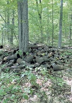 Des milliers de vieilles chaudières ont été laissées à l'abandon sur l'île d'Orléans, près de Québec.