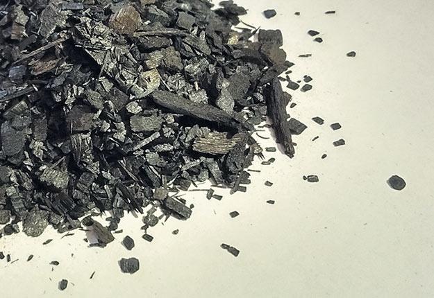 Selon la température de la pyrolyse et l'essence utilisée, le biocharbon possède des propriétés très variables. Photo : Gracieuseté d'Agrinova