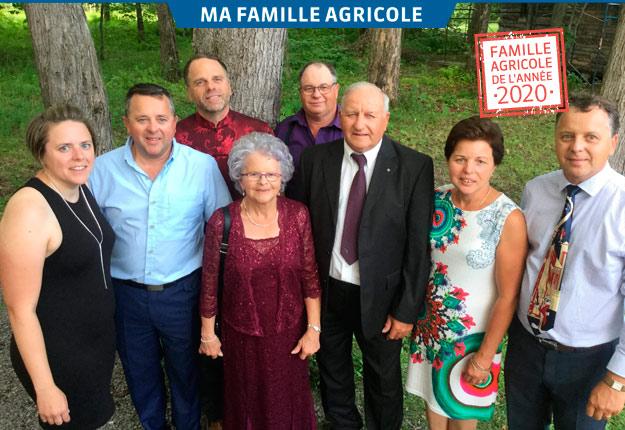 Suzie, Dany, Claude, Guy, Louise et Sylvain entourant leurs parents Marie-Reine Bernard et Benoit Gingras. Photos : Gracieuseté de la famille Gingras