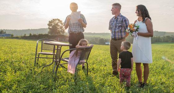 Le couple a surpris ses invités en 2018 en se mariant pendant une fête organisée pour souligner les 10 ans de la ferme. Crédit photo :Cynthia Fillion