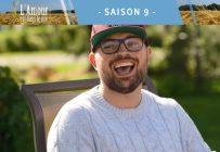Alex a une personnalité flamboyante et son rire est plus contagieux que les nouveaux variants de la COVID-19. Il sera le candidat coup de cœur de bien des gens cette saison.