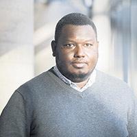 « L'IA nécessite beaucoup de données, et si on les collecte, il faut pouvoir les stocker et les analyser. Sauf qu'actuellement, la connexion à Internet est généralement assez limitée en campagne, et les fermes ont généralement peu d'équipement informatique. » Abdoulaye Baniré Diallo / professeur d'informatique et de bio-informatique à l'Université du Québec à Montréal (UQAM)