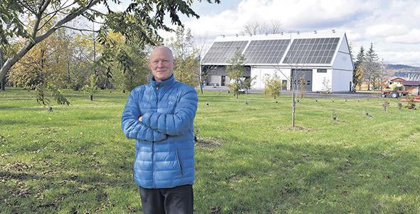 Alain Perreault, propriétaire du Jardin des noix de Saint-Ambroise-de-Kildare. Une grande partie du plan d'affaires de l'entreprise repose sur l'agrotourisme.