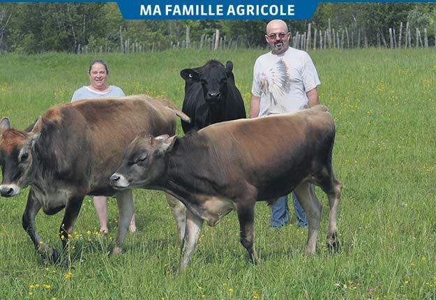 Le couple formé de Lise Chartier et François Bélisle fait également de la production laitière.