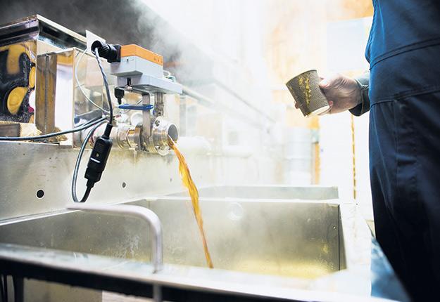 La production de sirop goût de bourgeon s'avère un sujet polarisant. Certains voudraient la freiner, d'autres l'augmenter. Photo : Martin Ménard/Archives TCN